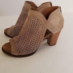 Sofft heeled booties color beige